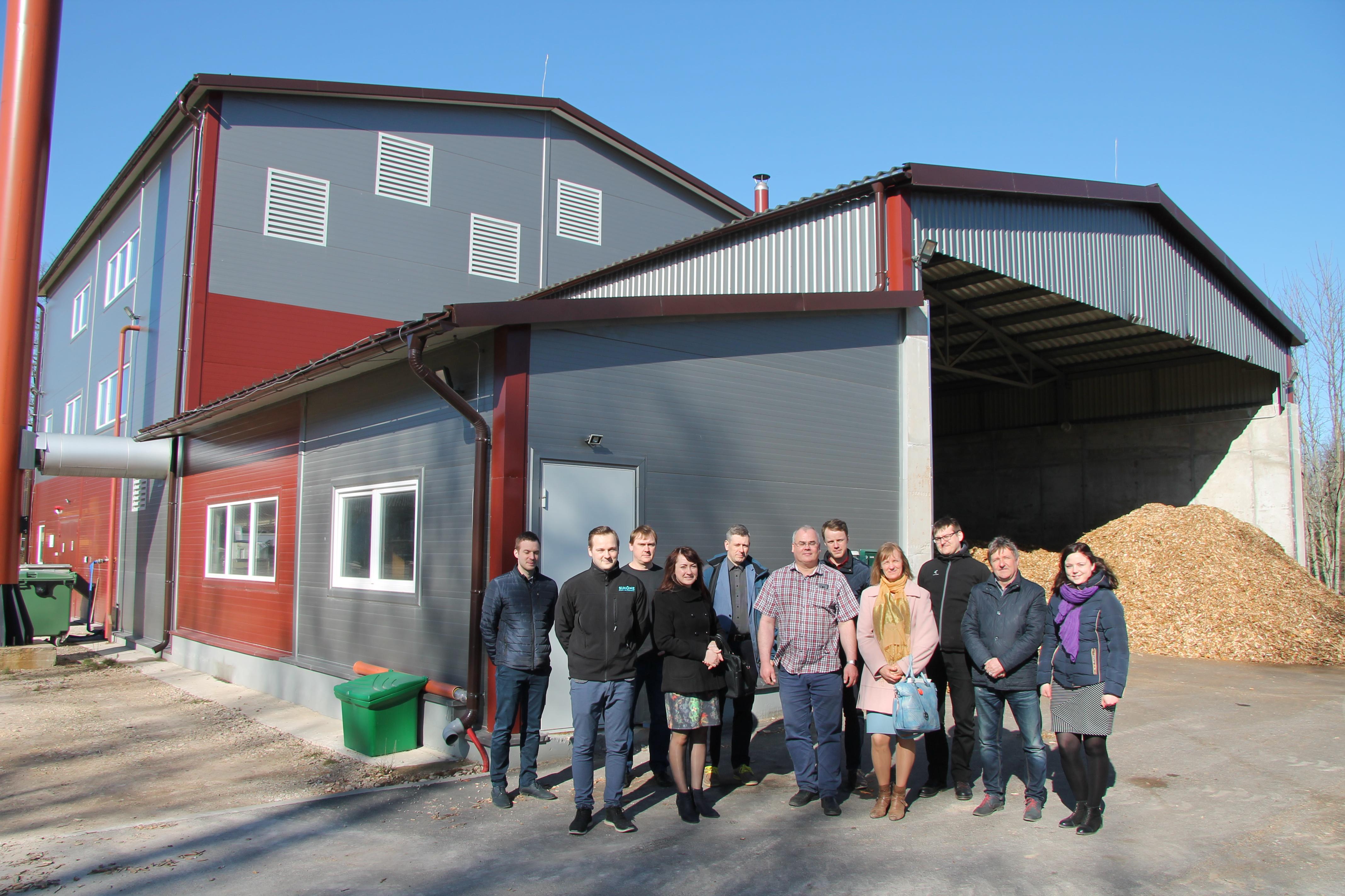 PANEL 2050 dalībnieki viesojas Kocēnu pagasta katlumājā, kur siltumenerģijas ražošanu nodrošina šķeldas katls